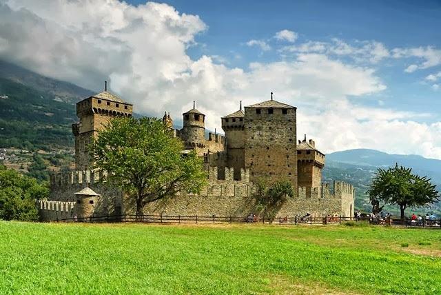 Castello di Fénis.jpg