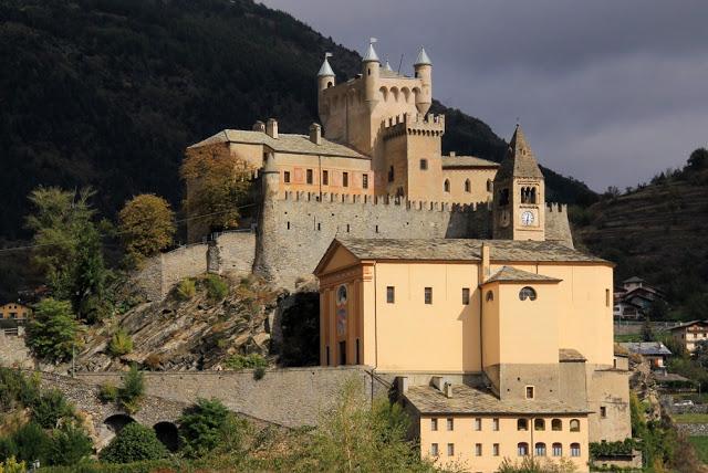 Castello di Saint-Pierre.jpg