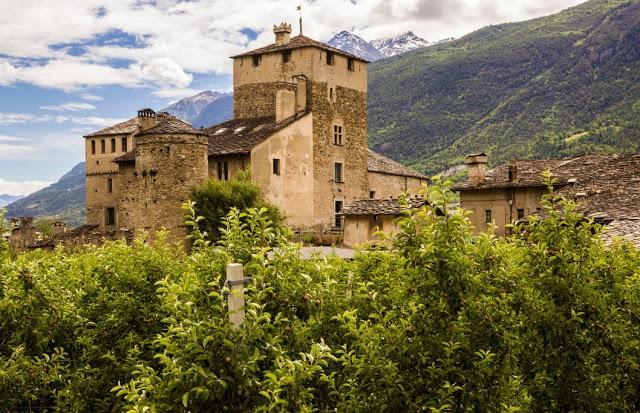Castello Sarriod de la Tour nel comune di Saint-Pierre.jpg
