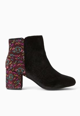 boots-en-velours-brode-femme-imprime-noir-pp709266-s7-produit-276x396